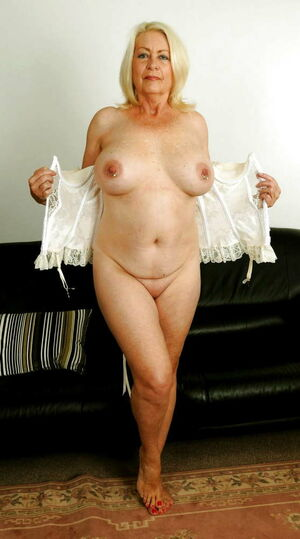 bette midler nude pics