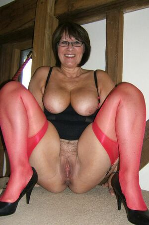 amateur mom naked