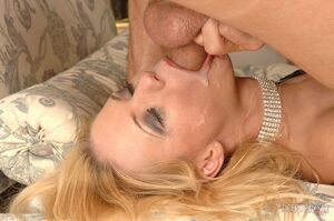 yessica gold blowjob