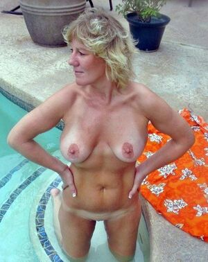 beautiful milf naked