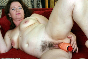 hairy mature pussy picture